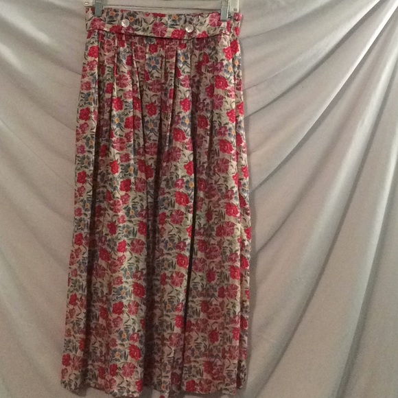 7de25f730 Sweet vintage 80s/90s floral midi skirt. M_5be37c56df0307500c12b40c
